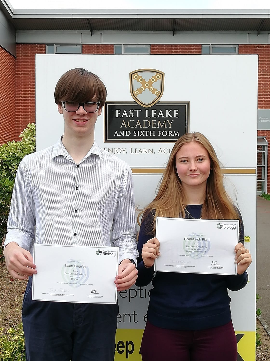 Year 12 students receive awards in Biology Olympiad competition